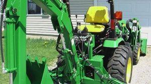 John Deere 2320 compact tractor backhoe_1