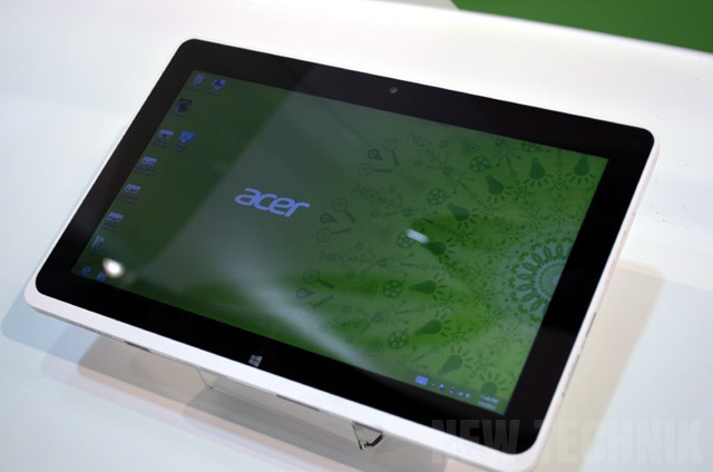 Acer Iconia W510  http://newtechnik.com/notebooks/windows-8-tablets-touch-laptops-overview-2012-ifa/