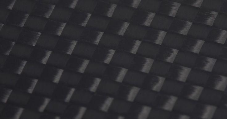 Cómo pulir un capó de fibra de carbón con barniz. La fibra de carbono es un material ultraliviano, de larga duración originalmente utilizado para hacer partes de aeronaves moldeadas con precisión. La fibra de carbono se ha hecho conocida por las partes del automóvil, particularmente en el mercado de pos venta. La fibra de carbono es un material negro y gris con una trama marcada de inconfundibles ...