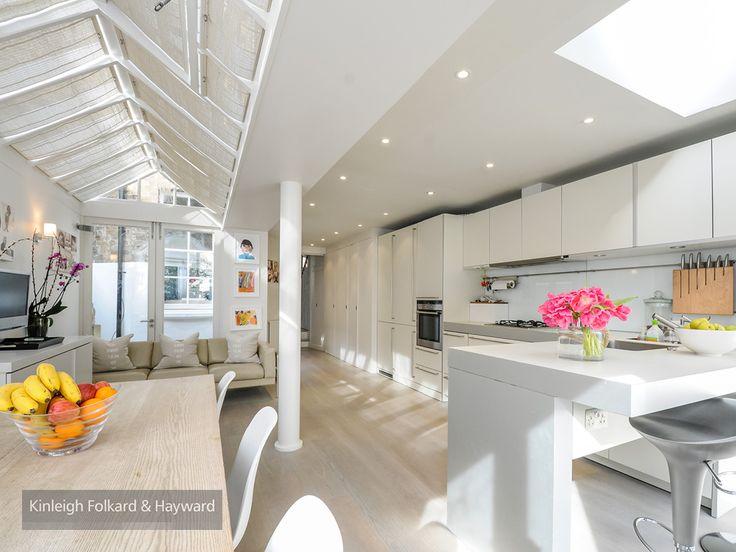 #woodenfloor #kitchen #whitegoods #breakfastbar #kfh