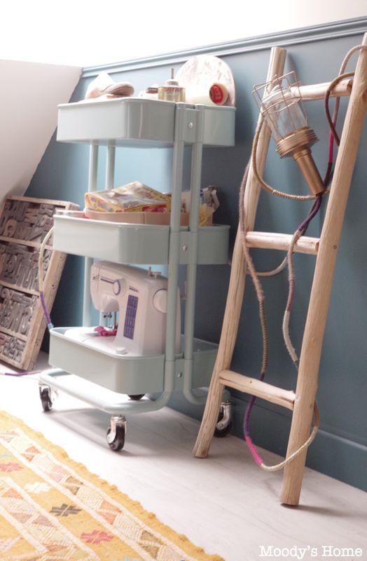 Table pour ranger la machine à coudre et les accessoires de couture