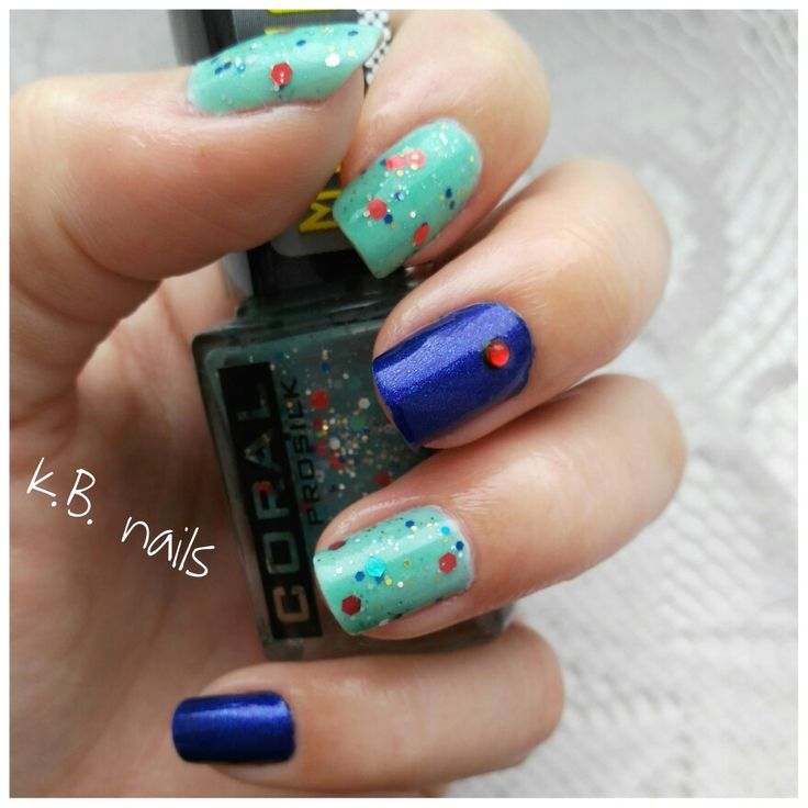 Nails / Delia cosmetics light mint / Delia cosmetics mint with glitters / Essence It's raining men!