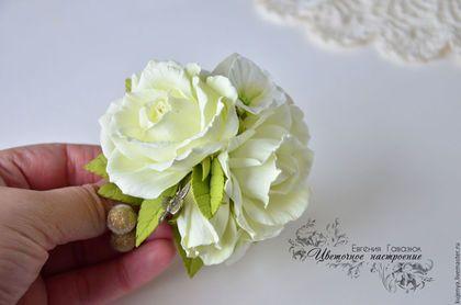 Купить или заказать Заколка с розами 'Нежная' в интернет-магазине на Ярмарке Мастеров. Нежная заколочка с розами цвета шампань и гортензией. Подойдет как для свадебной прически, так и просто для украшения вашего образа. Основа у украшения - брошь и заколка. ************************************************** Цветы из фоамирана легкие и мягкие, не боятся воды, падения и смятия. ************************************************** Возможно изготовление в другой цветовой гамме и на другой о...
