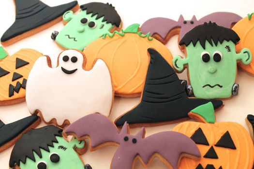 How to make spooky Halloween cookies • CakeJournal.comCookies Art, Halloween Parties, Skull Cookies, Cookies Decor, Cookies Tutorials, Halloween Samhain, Decor Tutorials, Happy Halloween, Halloween Cookies