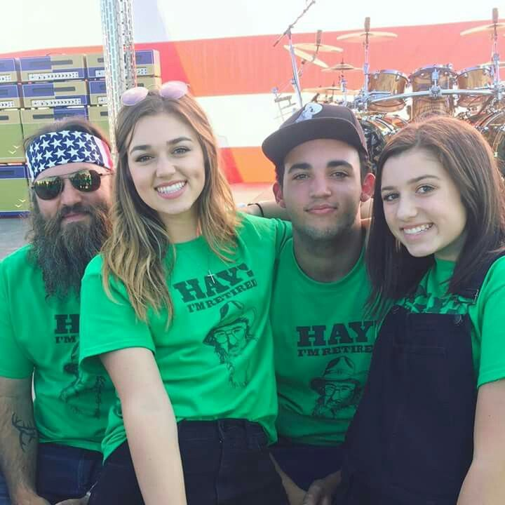 Willie Robertson with his daughters,Sadie and Bella and his son,Will.