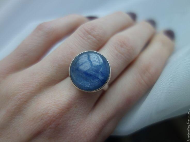 """Купить """"Катманду""""-серебряное кольцо-талисман с непальским кианитом - синий, кианит кабошон непал"""