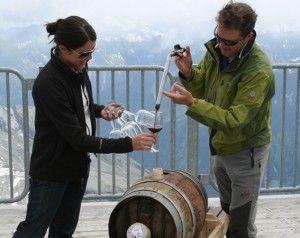 Eine leckere Weinverkostung in der herrlichen Tuxer Gletscherwelt darf nicht fehlen. #wein #gourmet #tux #finkenberg #hintertux #hintertuxergletscher #zillertal #tirol #event #tradition #kulinarik #gastronomie #tradition