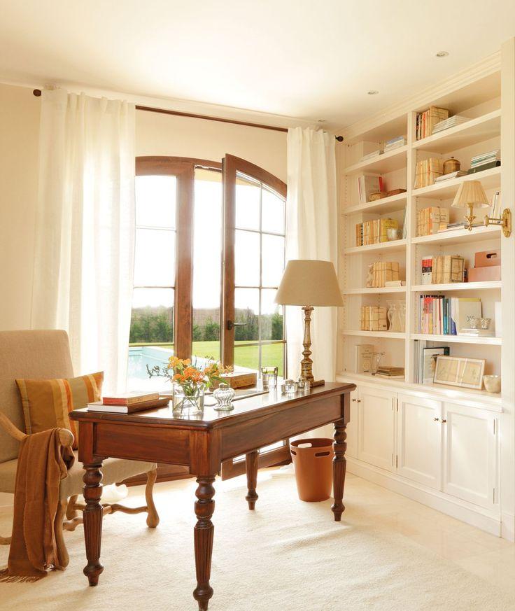 ¿Cómo iluminar el estudio? Ubicar la mesa lo más cerca posible del ventanal nos permitirá aprovechar las horas de sol y en cuanto a la ilum...