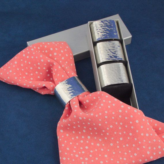 Ensemble de quatre ronds de serviette en étain fin - cadeau pour elle, pour couple - cadeau de mariage, d'anniversaire