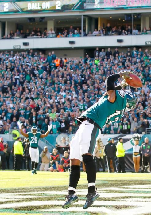 Josh Huff #13 of the Philadelphia Eagles scores a first quarter touchdown against the Miami Dolphins at Lincoln Financial Field on November 15, 2015 in Philadelphia, Pennsylvania.