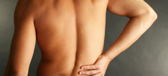 Des douleurs abdominalesLes manifestations : Les premiers symptômes du cancer du foie sont très discrets et passent même inaperçus. C'est bien souvent quand le cancer a déjà évolué que des douleurs répétées dans la partie droite supérieure de l'abdomen (qui peuvent rayonner vers l'arrière de l'épaule droite) commencent à se faire sentir.