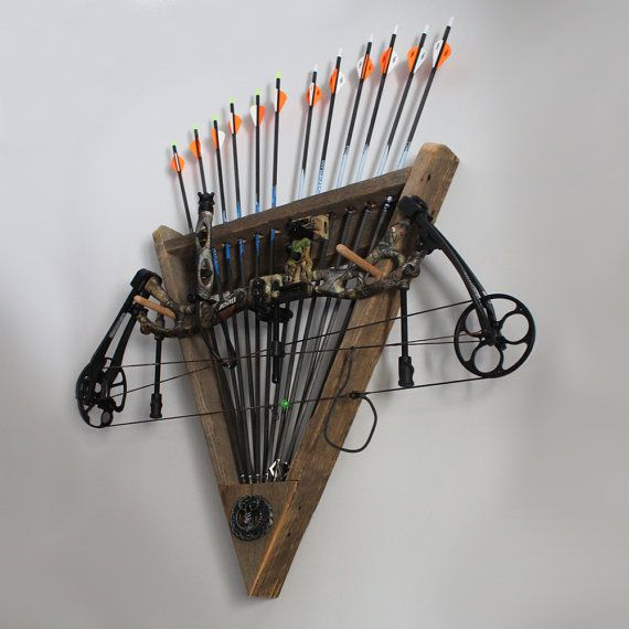 This barn wood wall rack will hold your compound or recurve bow, along with one dozen arrows, in rustic style. The geometric arrowhead shape allows the arrows to fan out creating a truly beautiful place to store your archery essentials. At the base of the rack is a decorative pewter buck head that adds a touch of detail to this outdoorsmans (or womans!) showpiece.