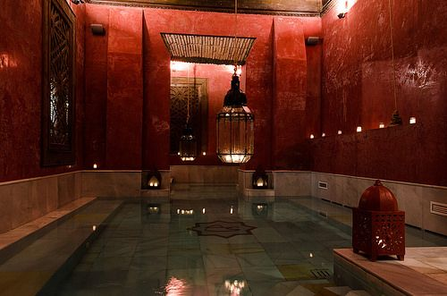 Aire de Sevilla. Arab baths located in the oldest part of Seville offer an authentic sanctuary of relaxation. Experience where body and mind come together and reach balance.