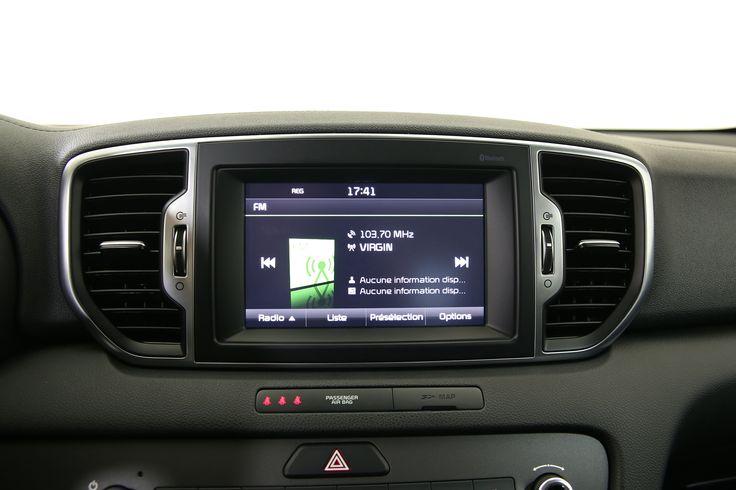 Connectez vos appareils préférés au système multimédia du véhicule et profitez de votre Playlist.