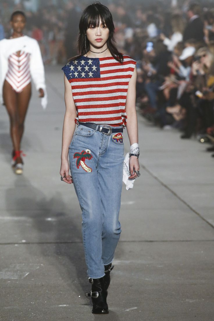 See the complete Tommy Hilfiger Spring 2017 Ready-to-Wear collection.