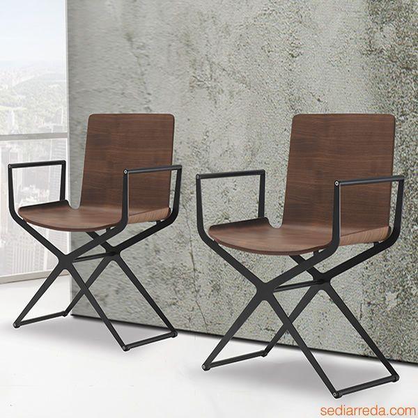Ciak   Sedie moderne in metallo verniciato nero e seduta noce canaletto