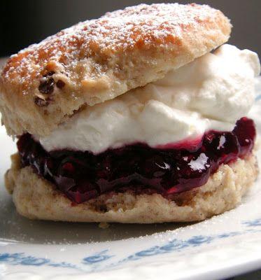 cream scones eli englantilaiset kermaskonssit