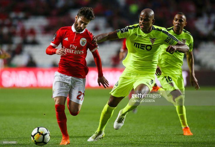 News Photo : Benfica's midfielder Rafa Silva vies with Aves'...