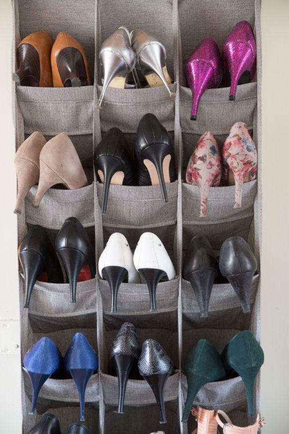 förvaring av skor på dörren /shoe storage on the door; Foto: Ulf Huett