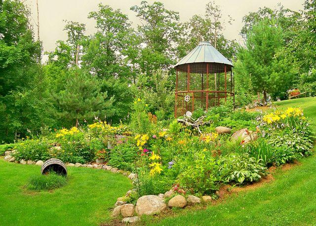 .: Cribs Aviary, Gardens Ideas, Corn Cribs, Cribs Gazebo, Farms, Dreams House, Gardens Flow, Beautiful Gardens, Outdoor Playhouses