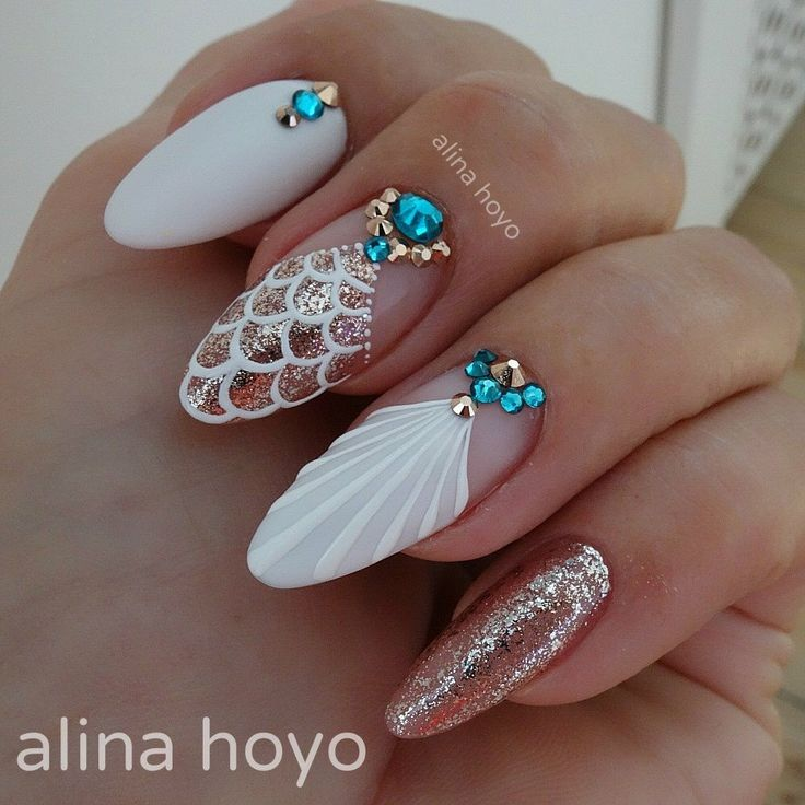 These mermaid nails are so gorgeous for a formal night out or for a beach party