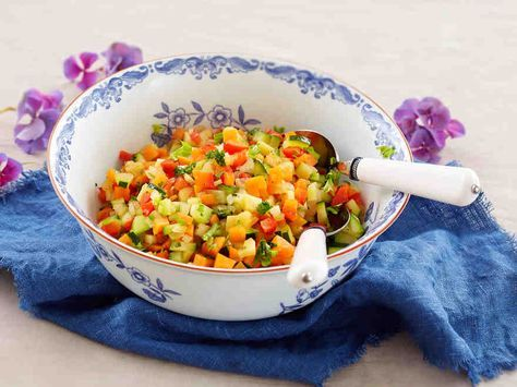 Uunikasvikset valmistuvat helposti ja maistuvat esimerkiksi liharuoan lisäkkeenä juhlavammallakin aterialla. Kokeile vaikkapa paahtofileen ja tumman punaviinikastikkeen kanssa.