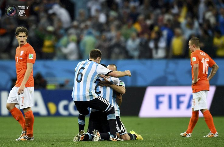 World Cup 2014: The Netherlands vs Argentina Semi-Final Highlights - Argentina's Garay, Mascherano and Biglia celebrate between Janmaat and Clasie of the Netherlands after a penalty shootout in their 2014 World Cup semi-finals in Sao Paulo. DYLAN MARTINEZ/REUTERS