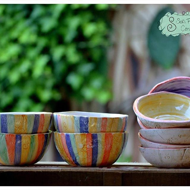 Arrancamos el día así!!! Con mucho color!!! 😍😊💜💙💚💛🍶 #ceramica #alfareria #pottery #cuenco #cuencos #ensaladera #ensaladeras #compoteras #deco #decoracion #decohome #decohogar #decococina #decokitchen #regalos #navidad #navidad2016 #sofipocetticeramica