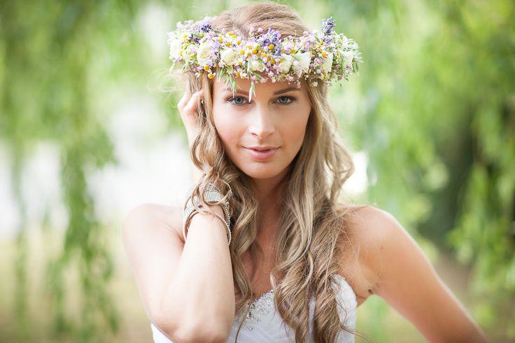 veniec-do-vlasov-zo-zivych-kvetov-lucny.jpg (1200×800)