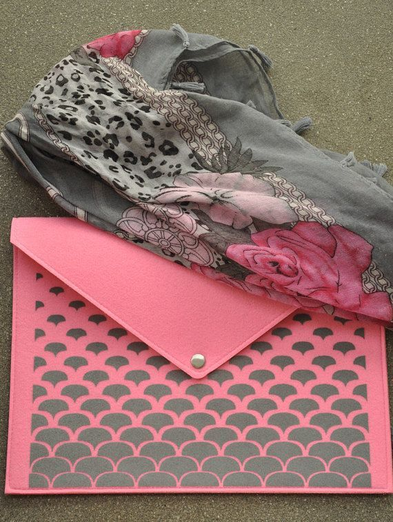 Pink clutch purse, Envelope clutch, Pink handbag, Laptop carrying case, Folder case, Pink laptop case, Felt macbook sleeve, Laptop cover
