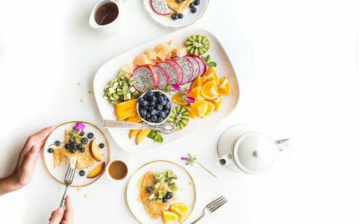 """Ako se svakog dana hranite zdravo, pridržavate pravila dijete i uporno pokušavate da izgubite kilograme bez rezultata, u nastavku pročitajte šta morate promeniti!   Iako radimo sve po """"pravilima"""" ili bar mislimo tako, rezultate ne vidimo.   #dijeta #kilogrami #mrsavljenje #pressserbia #savet #zdrave navike"""