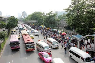 http://www.vietnamitasenmadrid.com/tailandia/mercado-chatuchak-bangkok-mercado-fin-de-semana.html Skytrain de Bangkok estacion Mo Chit del Mercado de Chatuchak