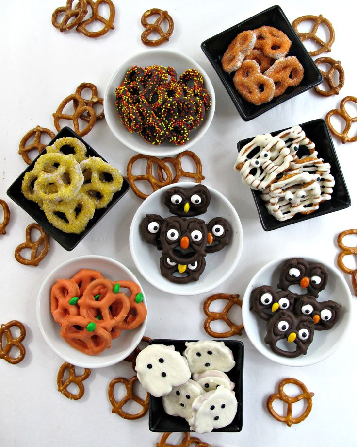Easy, fast and fun tutorial for 5 chocolate dipped Halloween Pretzel treats. These Halloween Pretzels are guaranteed to spread smiles!