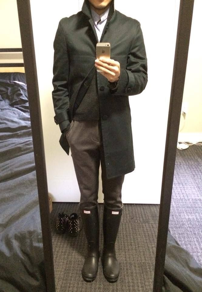 Coat: AR Mackintosh Navy Coat Cardigan: Thom Browne Cashmere Cardigan Boots: Hunter Rain Boots Original Tall Don't know what to wear on a rainy day? Here is a simple solution: A pair of rain …