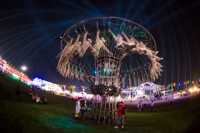 "Homouroboros ""The Monkey's"" by Peter Hudson at EDC Vegas '12  http://www.youtube.com/watch?v=ywK4kIq6OTQ"
