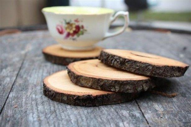 De jaarringen van deze houten onderzetters worden alsmaar mooier, naarmate ze geleefd worden en verkleuren.  voor gebruik behandelen met lijnolie