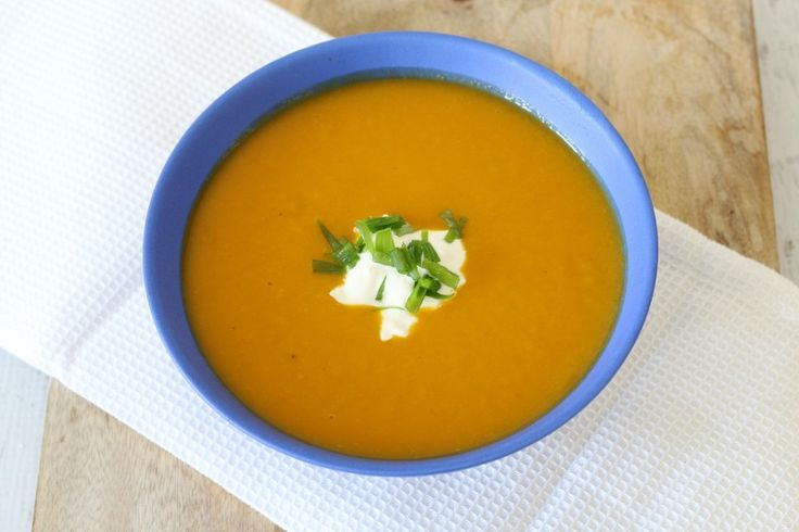 Healthy and easy pumpkin soup - made with only 4 ingredients. Yum!