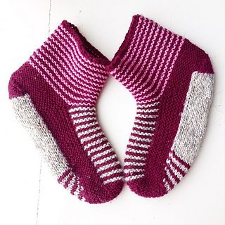 This is an adult version of the great pattern ''Stay-on baby booties'' by Knitgirl's mother (http://www.ravelry.com/patterns/library/stay-on-baby-boot...), published with permission.