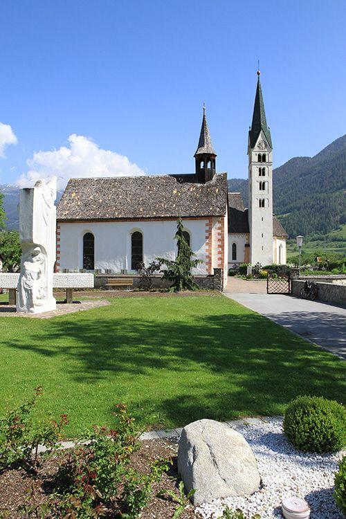 Prutz, Kirche und Kapelle