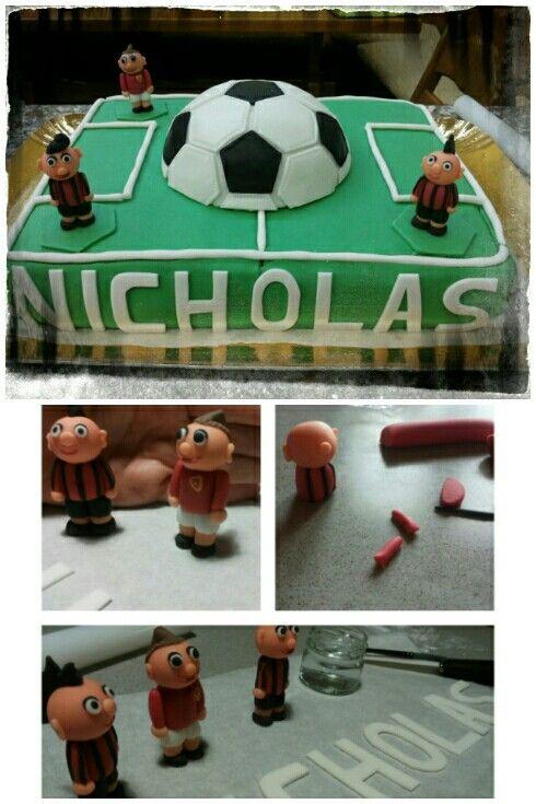 Un campo da calcio per Nicholas - 2013 torta di compleanno a forma di campo da calcio -  soccer field? no, a birthday cake!