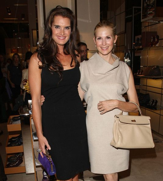 Kelly Rutherford with beige classy dress