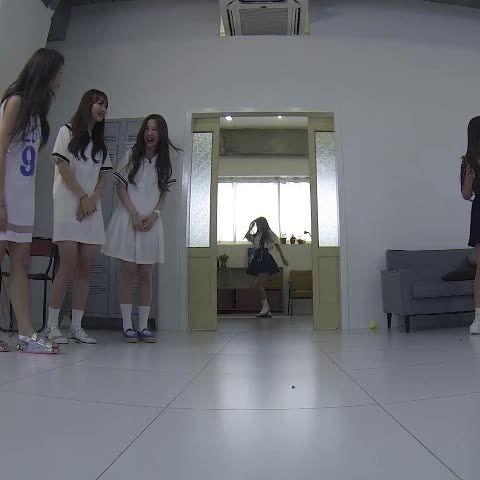 Yes she's a cheerleader  #러블리즈 #Lovelyz #예인 #정예인 #yein