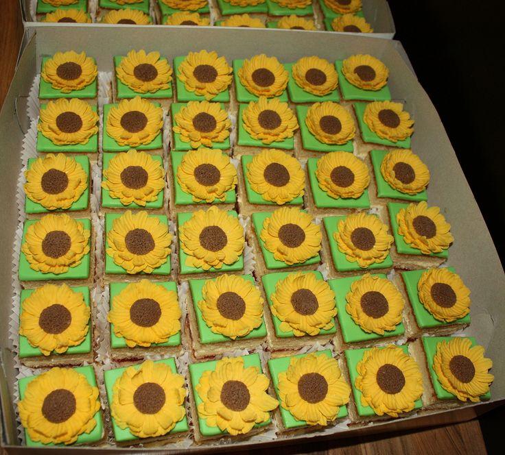 Sunflower Petit Fours - Zonnebloem
