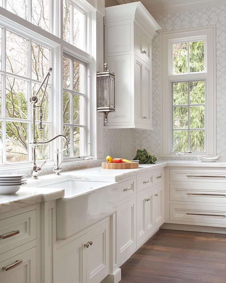 Beautiful classic white kitchen that will never go out of for Beautiful white kitchen designs
