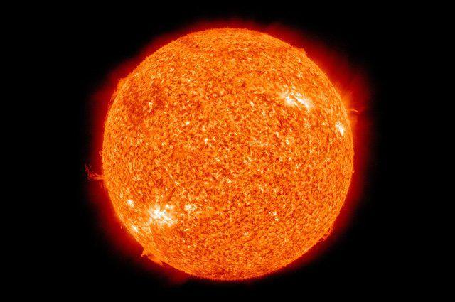 I pianeti del Sistema solare e le stelle, ad eccezione del Sole, visti dalla superficie terrestre si presentano come piccoli punti luminosi, ma sono corpi celesti molto differenti fra loro. Ecco un elenco delle loro caratteristiche e differenze.