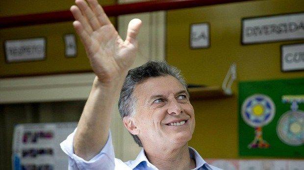 Macri gana elecciones presidenciales de Argentina, según sondeos de boca de urna