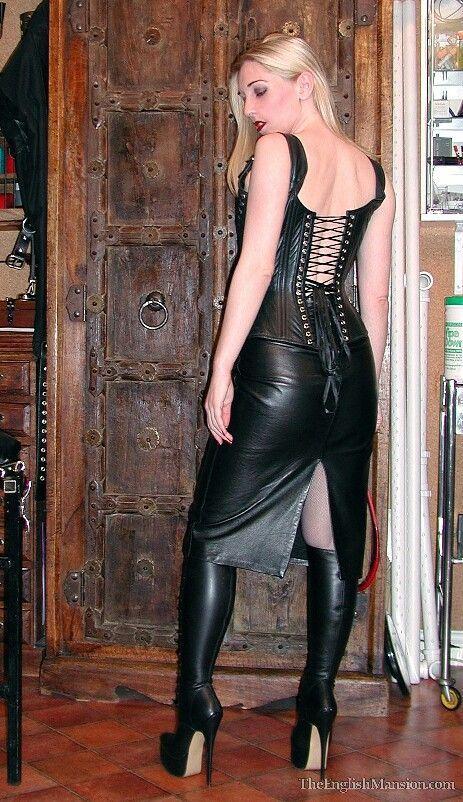 """Résultat de recherche d'images pour """"leather skirt english mansion"""""""