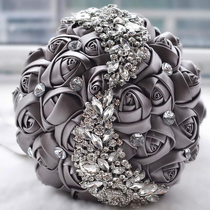 Elegant Wedding Bridal Bouquets Crystal Bouquet Rhinestone Brooch Holding Flowers Handmade Satin Rose Flowers High Quality Wedding Supplies