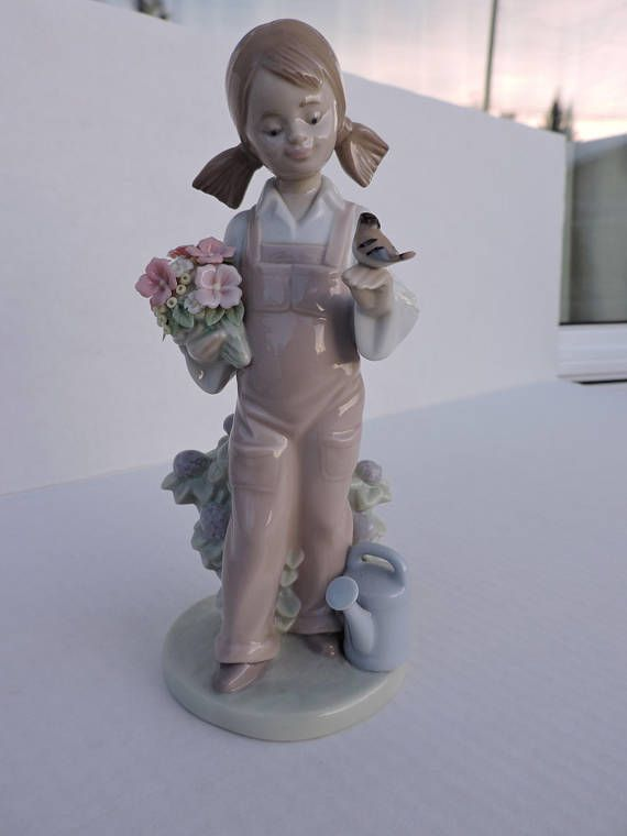 Springtime Lladro Girl w/ Bird Bouquet of Flowers Collectible