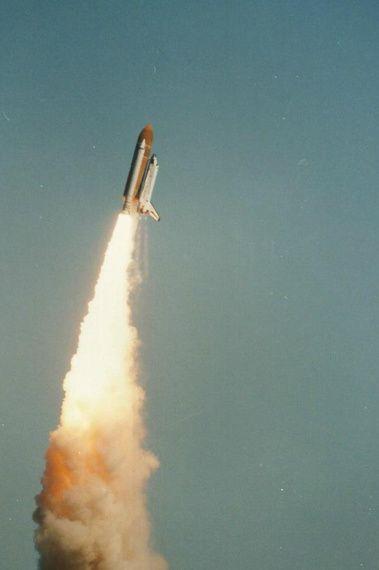 Egy hidegfront, felelőtlen vezetői döntések és a 73 másodperc, amit senki nem felejt, aki akkor látta. 1986-ban ezen a napon robbant fel a Challenger, hét űrhajós halálát okozva.